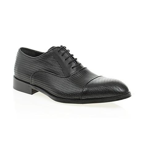 Weave Embossed Oxford // Black (Euro: 40)