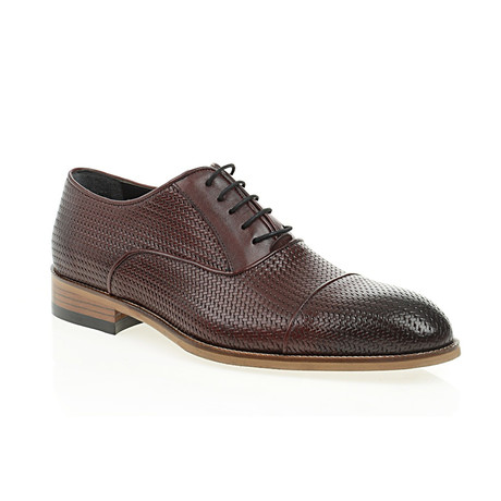 Weave Embossed Oxford // Claret Red (Euro: 40)