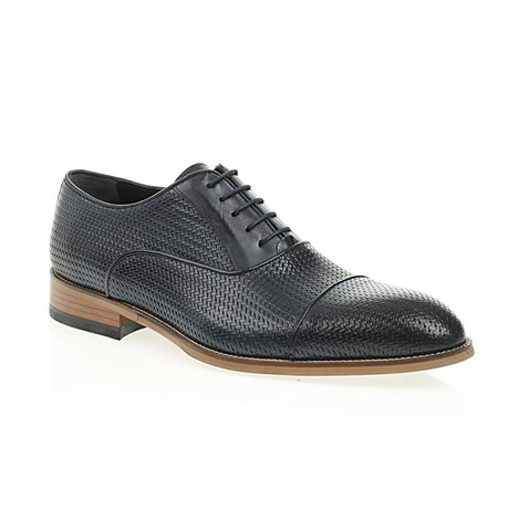 Weave Embossed Oxford // Navy Blue (Euro: 40)
