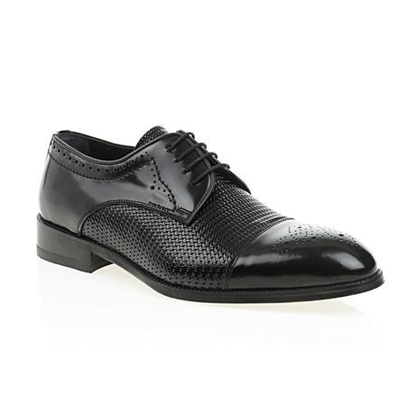 Embossed + Dotted Derby // Black (Euro: 40)