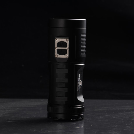 LED Flashlight // F40A // 880 Lumens