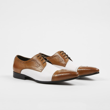 Leather Lace-Up Brogue Pointed Cap Toe Shoes / Tan + White (US: 7)