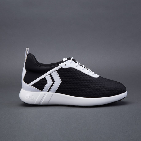 Men's Ultra // Black (US: 7)
