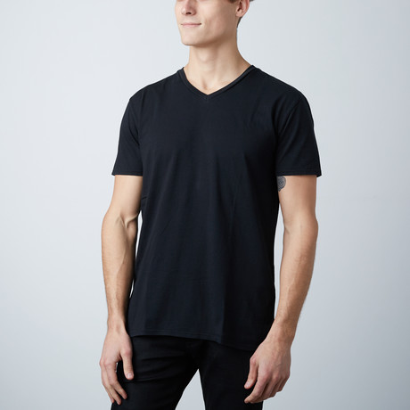 V-Neck // White + Black // Pack of 2