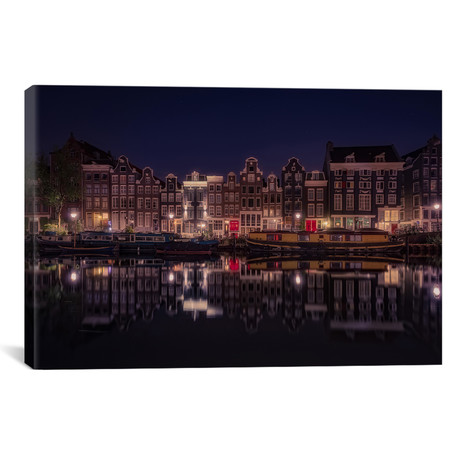 "Amsterdam (18""W x 26""H x 0.75""D)"