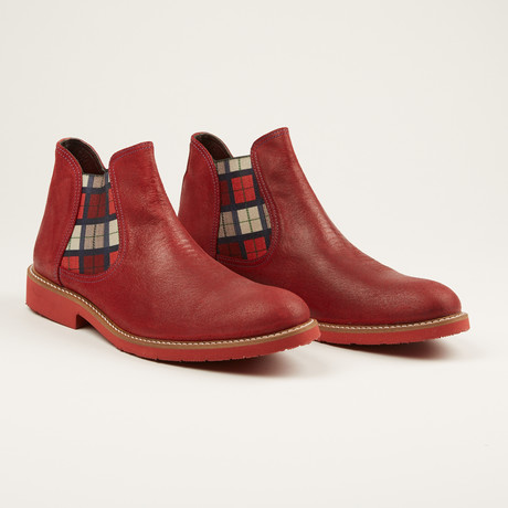 Washed Leather Chukka Boot // Red
