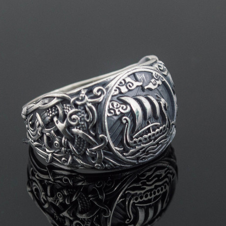 Viking Collection // Mammen Ornament + Viking Ship Ring (5)