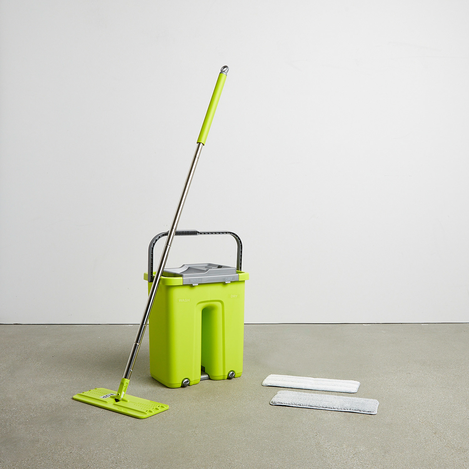 Squeezy Clean Self Cleaning Flat Mop System Mopnado