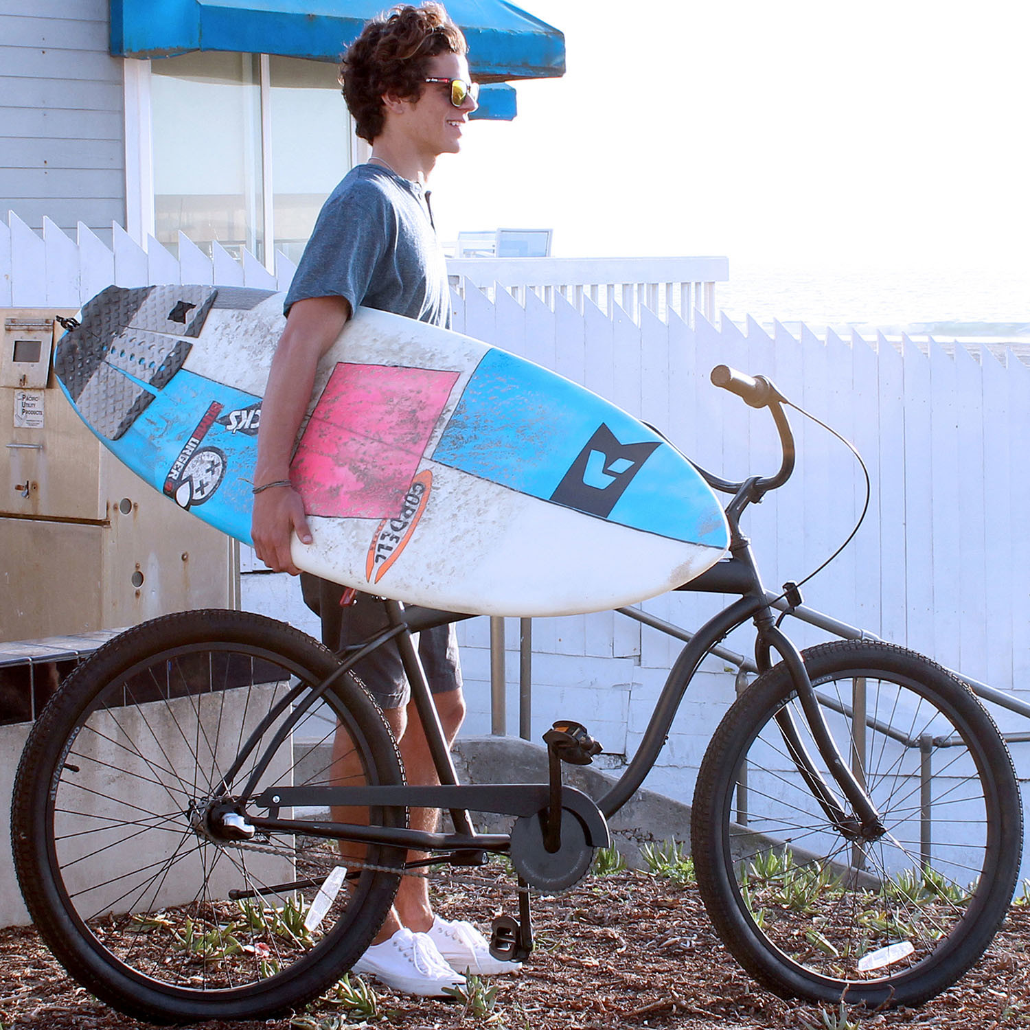 """5 Key Components Of A Mellow Beach Kitchen: In The Barrel // 26"""" Beach Cruiser Bicycle // 3-Speed"""