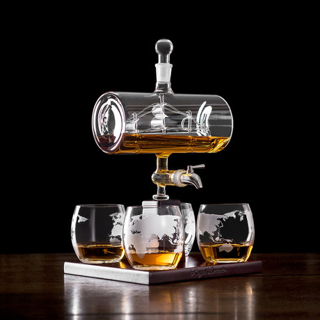 sailing ship whiskey decanter set royal decanters. Black Bedroom Furniture Sets. Home Design Ideas