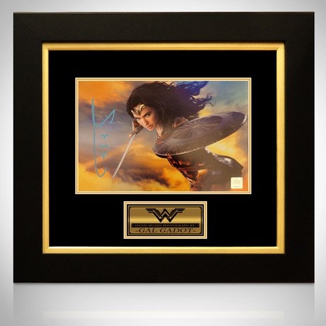 Wonder Woman // Gal Gadot Signed Photo // Custom Frame