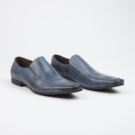 Loafers // Navy II (US: 7)