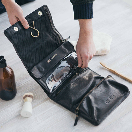 Leather Hanging Wash Bag // Black (Black)