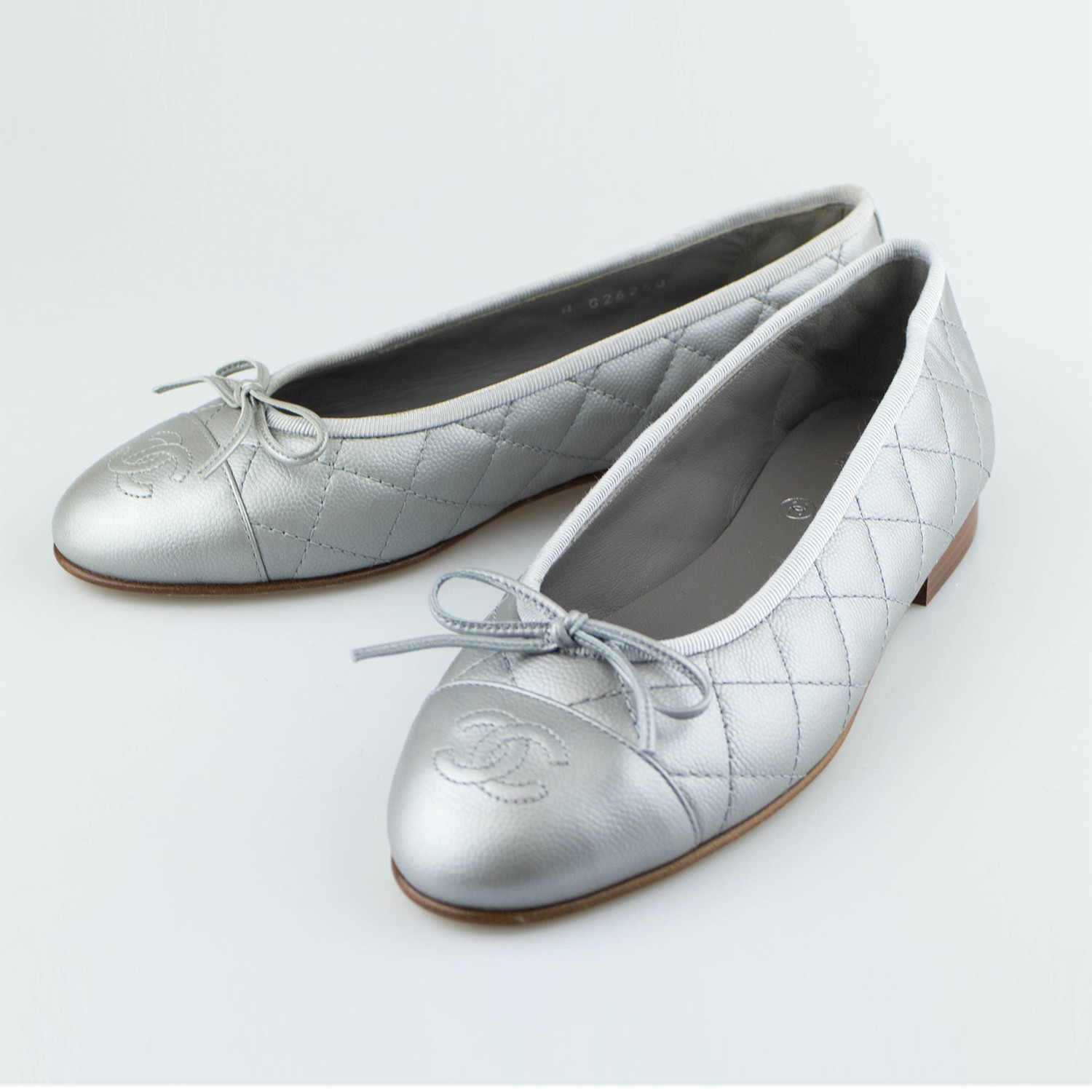 85f98a015e6 Chanel Quilted Leather Cap Toe Ballerina Flats Silver Euro 36