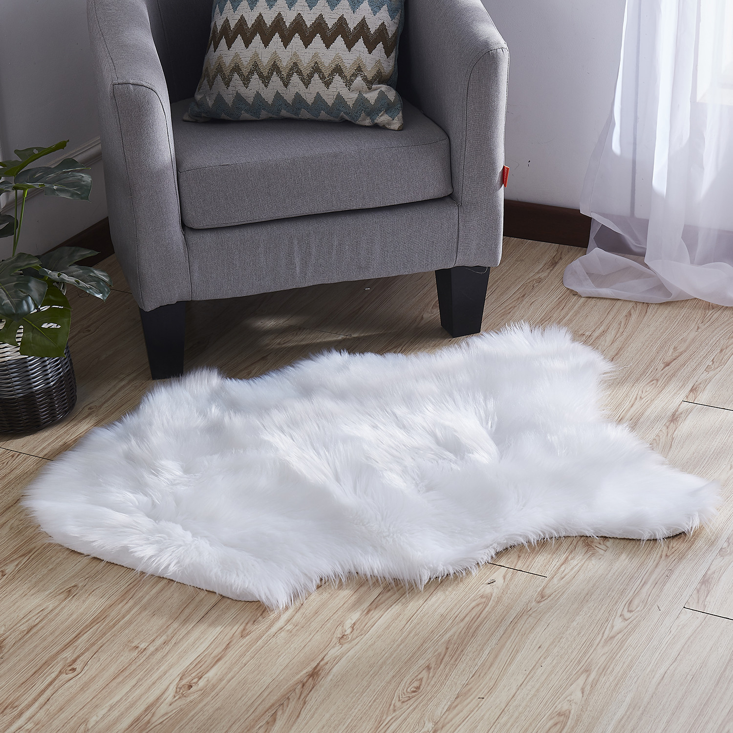 "Luxury Decorative // Faux Fur Rug // White Sheepskin (28""L"