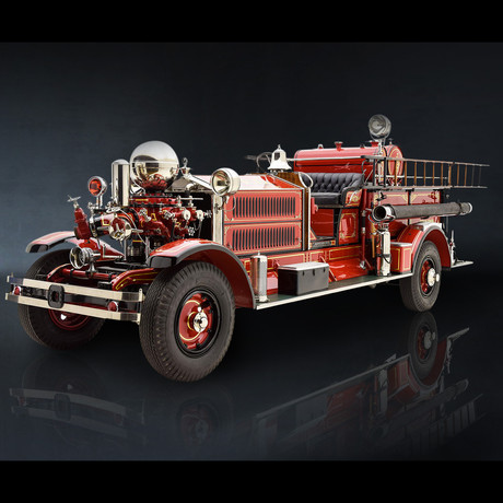 Fire Engine Vintage // Ahrens Fox 1925 N-S-4 1:24 // Premium Display