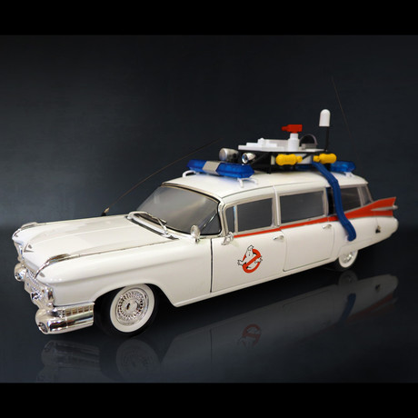 Ghostbusters // Cadillac Ecto 1 1:18 // Premium Display