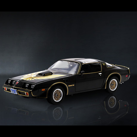 Smokey + The Bandit // Burt Reynolds' 1977 Pontiac Trans Am 1:24 // Premium Display