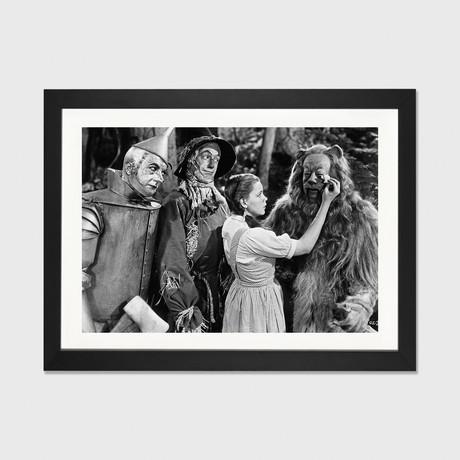 Wizard Of Oz // Dorothy Wipes Coward Lion's Tears // Movie Star News