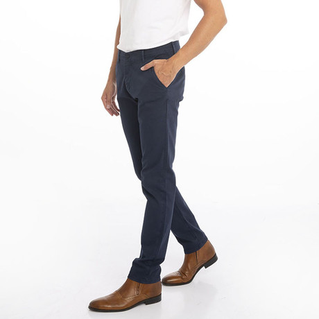 Chinos // Navy (30WX32L)