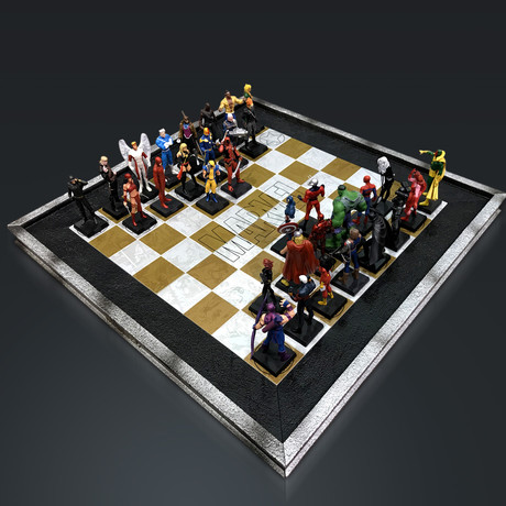 Marvel Elite Vintage Chess Set + 32 Eagle Moss Figures