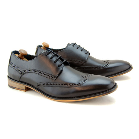 Thane Brogue // Black (Euro: 40)