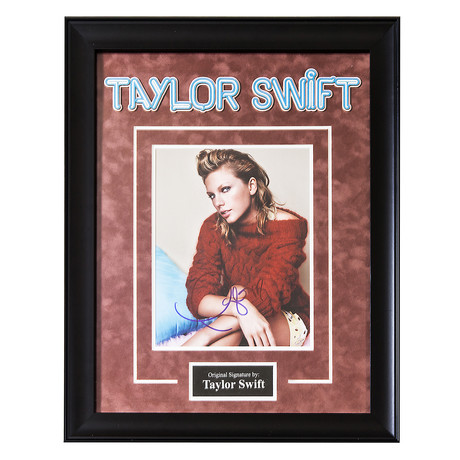 Signed + Framed Artist Series // Taylor Swift
