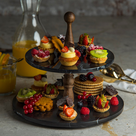Nero Cake Stand + Wooden Handle // 2 Layers