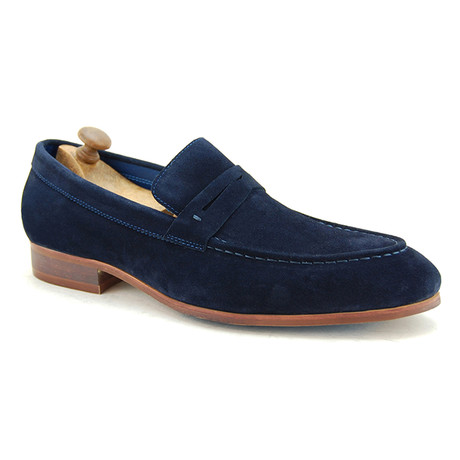 Travon Loafer // Navy (Euro: 40)