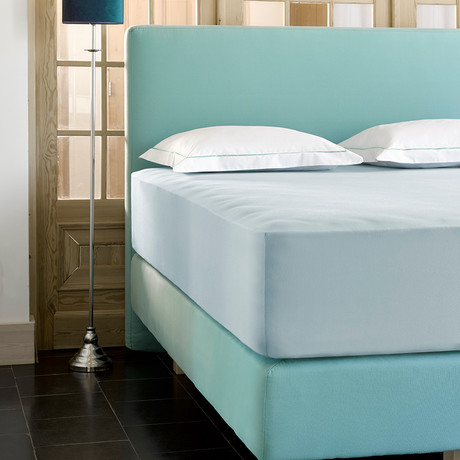 "Case Jersey Fitted Sheet // Ice Blue + Sky Blue (Full/Corner height 12"")"