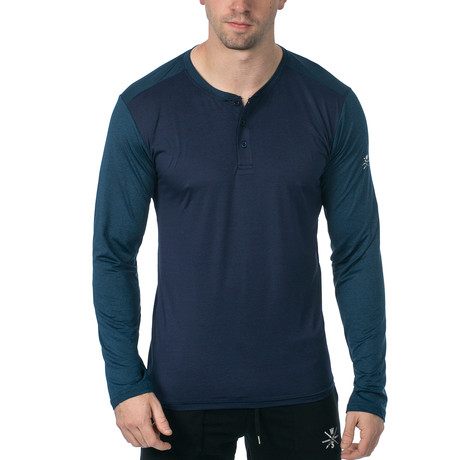 Cara Long-Sleeve Fitness Tech Henley // Navy (XS)