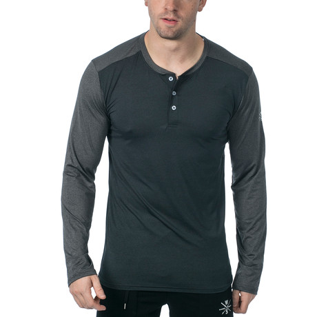 Cara Long-Sleeve Fitness Tech Henley // Dark Grey (XS)