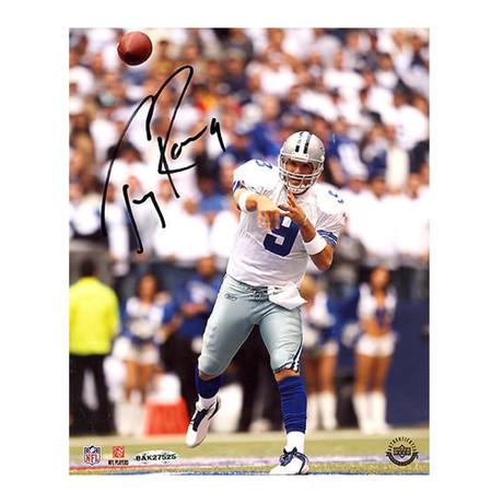 Tony Romo // Home Passing Vs Giants Photo