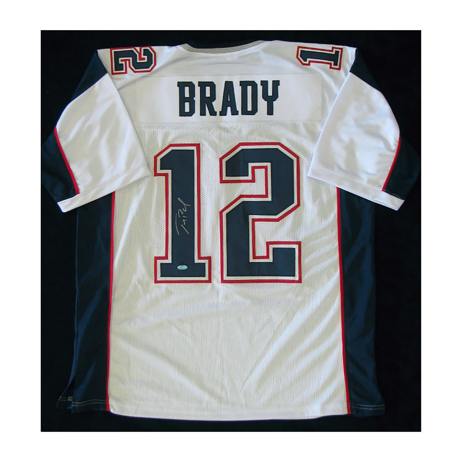 the latest c8158 170d3 New England Patriots // Signed White Jersey // Tom Brady ...
