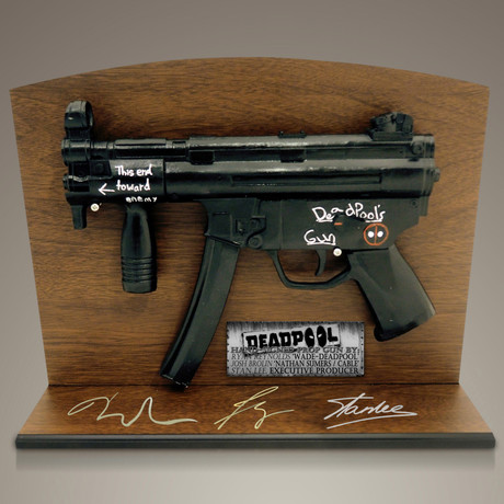 Deadpool Gun // Ryan Reynolds, Josh Brolin + Stan Lee Signed + Wood Stand