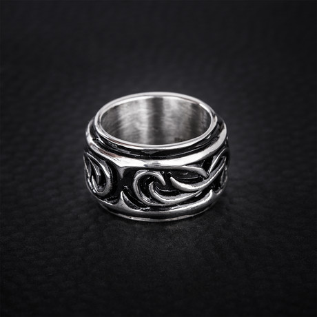 Raised Swirl Design Ring // Black + Silver (Size 9)