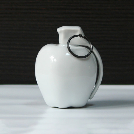 Apple Care Porcelain // Fidia Falaschetti