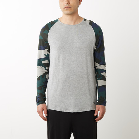 WESC // Adrian Camo Raglan Pull-Over // Heather Gray (S)
