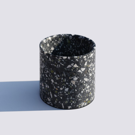 Yuan // Planter // Black (Small)