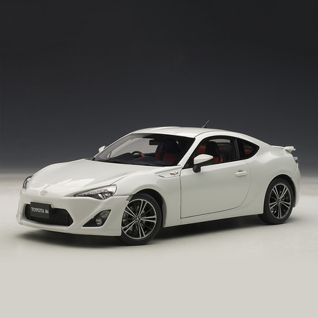 """Toyota 86 GT """"Limited // Asian Version + RHD // White Pearl"""