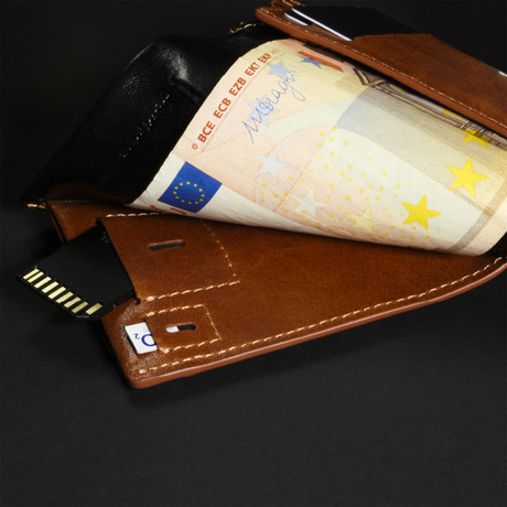 Wallet + Chipolo Card Tracker // Black