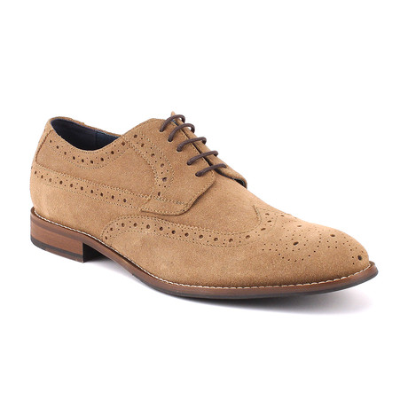 Regan Wingtip // Tan (US: 8)