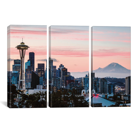Skyline At Dawn With Mt. Rainier, Seattle, USA // Matteo Colombo