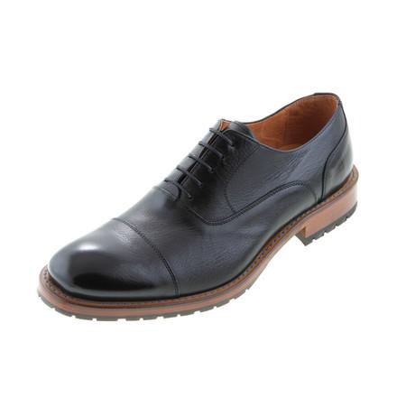 MT2223 // T.  Oxford Shoe // Black (Euro: 40)
