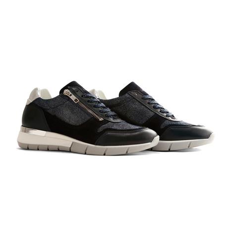 B.Vitonne Sneakers (Euro: 36)