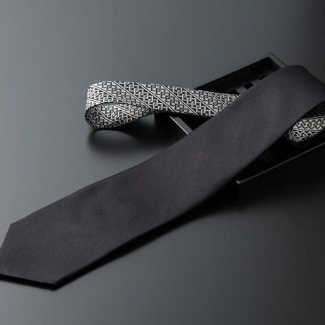 Tsunagi // Solid Black + Black & White