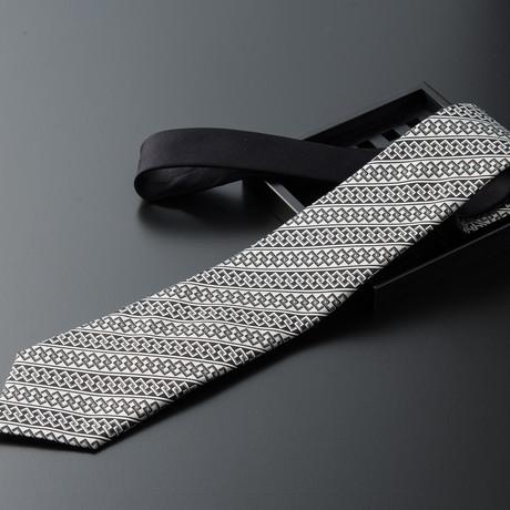 Tsunagi // Black & White + Black Solid