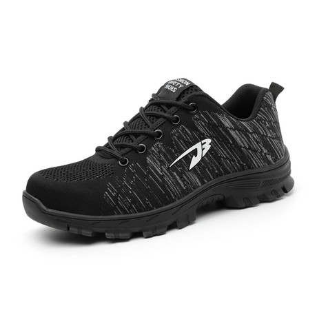 Airwalk // Black (US: 4)