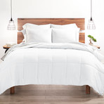 Good Kind Super Plush Down Alternative Comforter // White (Twin/TwinXL)