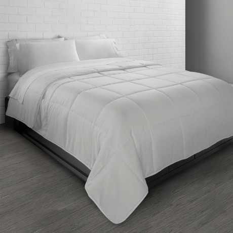 All-Season Triple Brushed Microfiber Down-Alternative Comforter // White (Twin)